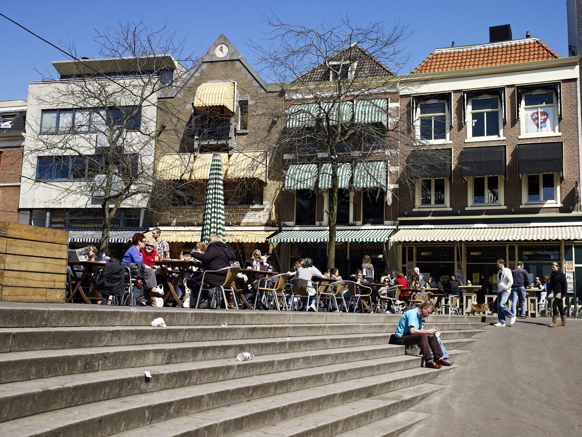 Trappen grote markt, is deze openbare ruimte een ontmoetingsmotor ?