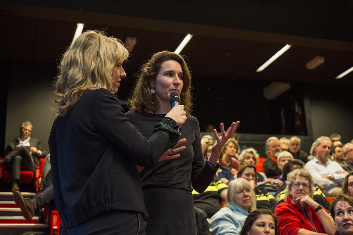 In gesprek met de zaal tijdens STAD gesprek over segregatie in Den Haag