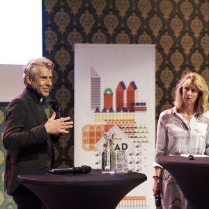Peter van der gugten tijdens stadgesprek over groei in Den Haag