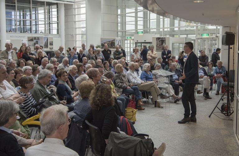 lezing Vincent Kompier in Atrium stadhuis, de huiskamer van Den Haag