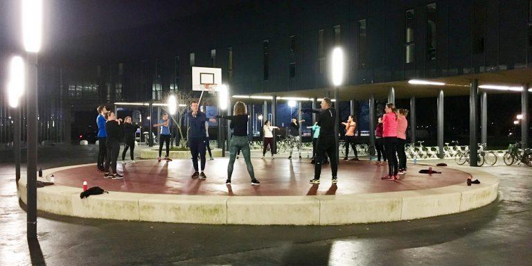 gezonde stad fitnessgroep bij de sportcampus
