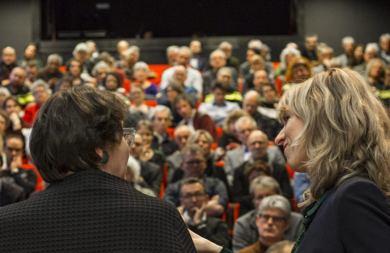 STAD gesprek in volle zaal theater Dakota met Nicola Körnig