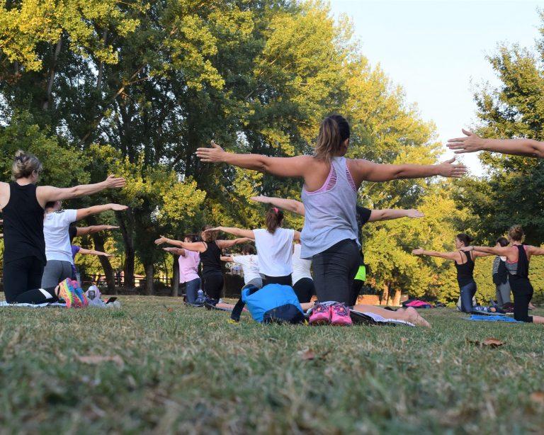 yoga.in.park.pxhere
